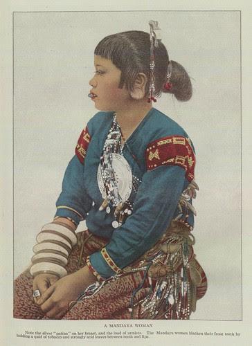 traditional costume of a Mandaya Woman