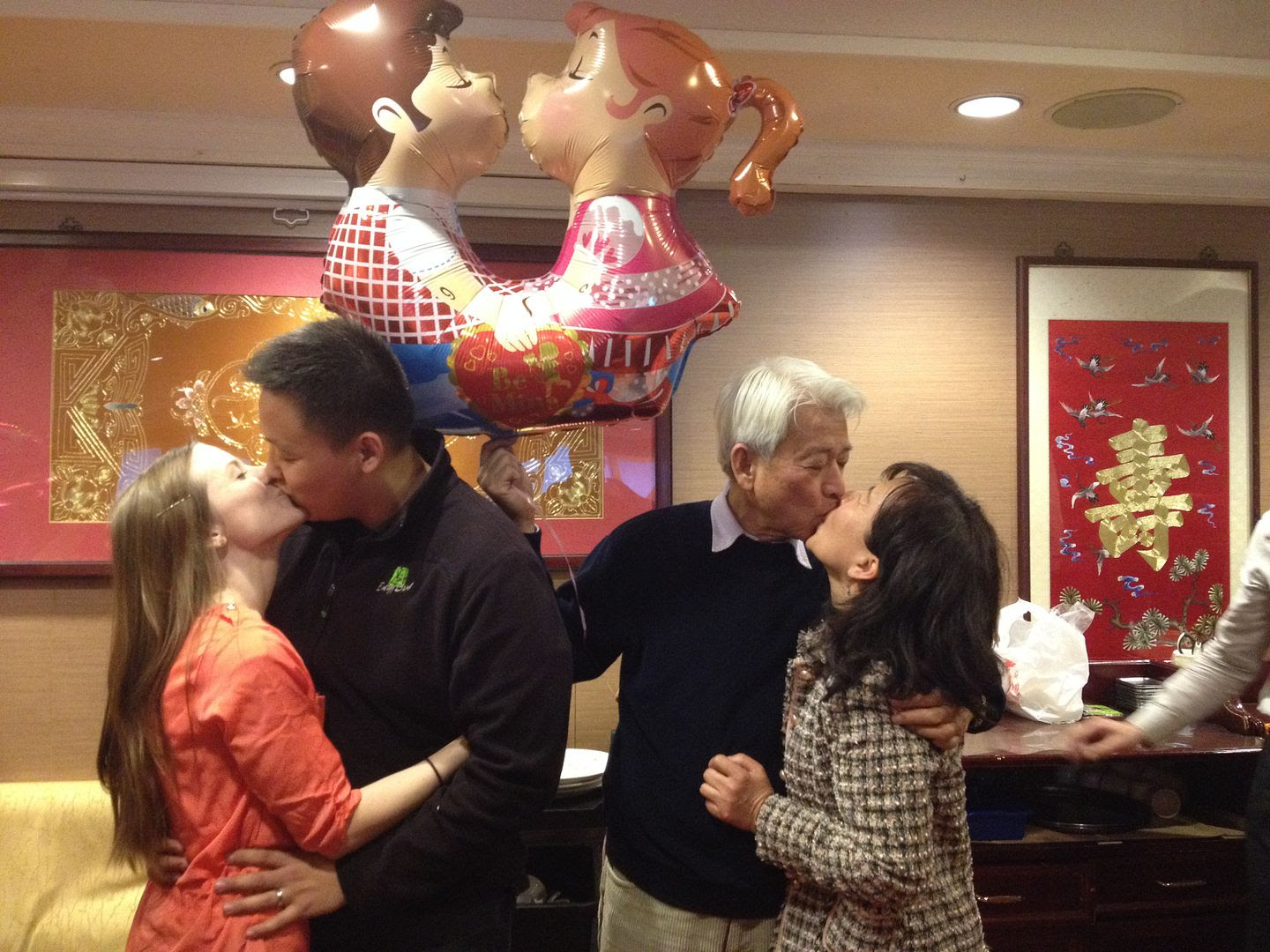 Kissing Balloon photo 2013-12-28143419_zpsedbd8710.jpg