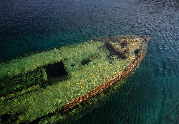 perierga.gr - Η λίμνη με τα 22 ναυάγια!