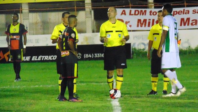 Baraúnas x Globo FC, no Estádio Nogueirão - jogo adiado (Foto: Yhan Victor/Baraúnas)