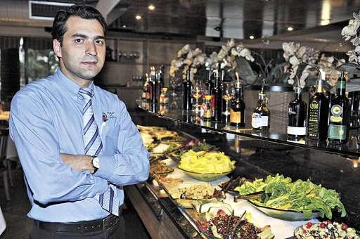 'A última vez que tínhamos visto um movimento tão grande havia sido em 2008', diz Cássio Alexandre da Silva, gerente de uma churrascaria (Breno Fortes/CB/D.A Press)