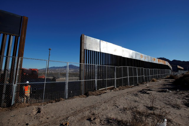 Une partie du mur frontalier à Sunland Park,près... (PHOTO REUTERS)