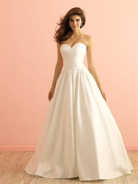Strapless Sweetheart Layered Organza Traditional Ball Gown