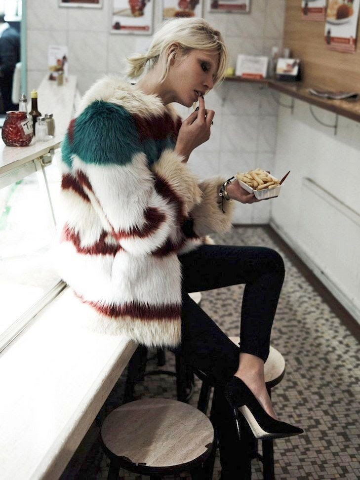 e Fashion Blog -- Currently Craving: Colorful Fur & Fries -- Aline Weber for Maison Scotch Lookbook -- Black Skinny And Jeans Pumps -- photo Le-Fashion-Blog-Currently-Craving-Colorful-Fur-Fries-Aline-Weber-Maison-Scotch-Lookbook-Black-Skinny-Jeans-Pumps.jpg