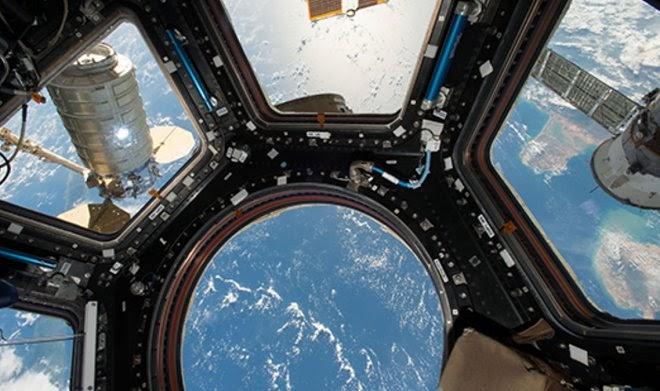 Российские космонавты заделали трещину на МКС с помощью… дрели