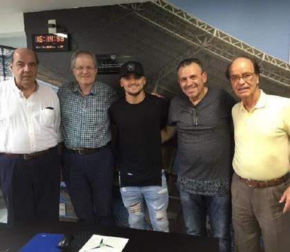 Victor Luis renova com o Botafogo (Foto: Reprodução/Instagram)
