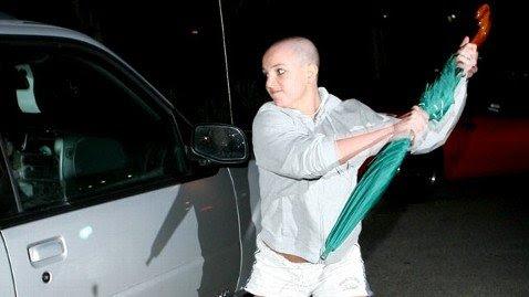Indústria escravo de Britney Spears atacando um carro durante seu colapso infame em 2008.