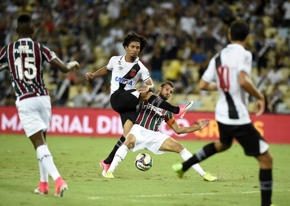 Douglas era quem mais buscava o jogo no Vasco, mas foi expulso no 2º tempo e time se desarrumou (Foto: André Durão)
