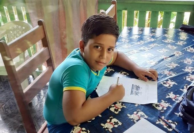 Menino de 11 anos morre após receber descarga elétrica de celular que estava carregando