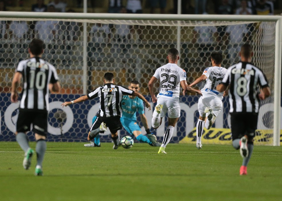 Pimpão perdeu a melhor chance do jogo, cara a cara com Vanderlei (Foto: Alex Silva/Estadão Conteúdo)