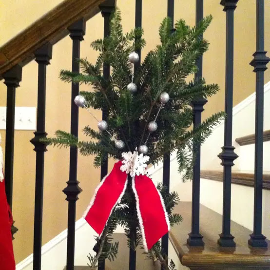 71 Awesome Christmas Stairs Decoration Ideas - 64 - Pelfind