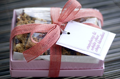 cranberry_white_choc_blondies_01
