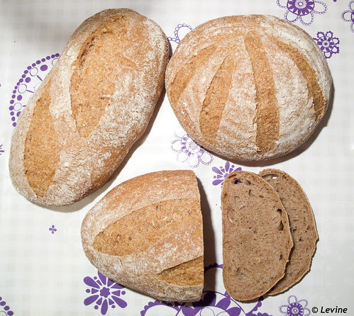 Zuurdesem speltvolkorenbrood / Sue's Whole Wheat Sourdough