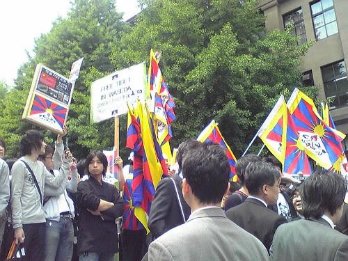 Students' 'Free Tibet' protests during Hu Jintao's Waseda University visit 4.