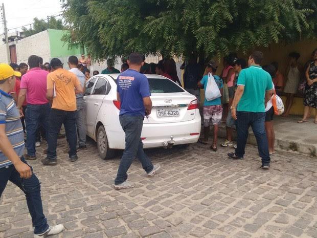 Carro roubado pelos bandidos (Foto: Divulgação/Polícia Militar)