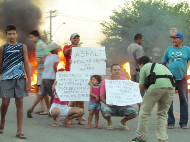 Moradores da Chácaras Oliveira protestam contra ordem de despejo (Foto: Ariana Cristina da Silva/Arquivo Pessoal)