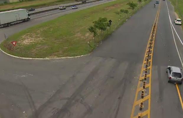 Acesso à Dutra na Avenida General Motors em São José (Foto: Reprodução/ TV Vanguarda)