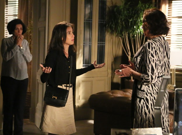 Marta diz que Zé Alfredo está morto e Cora não acredita (Foto: Carol Caminha / Gshow)