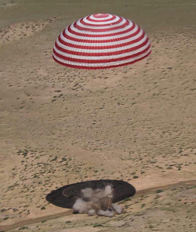 The Shenzou 9 capsule lands in Inner Mongolia on 29 June 2012
