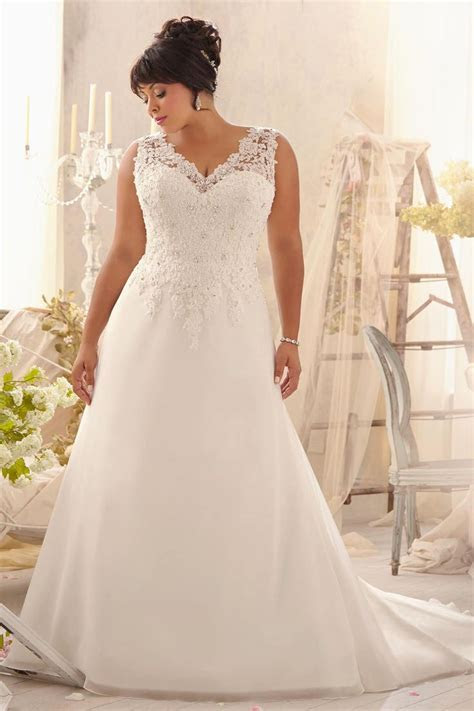 Best 25  Curvy wedding dresses ideas on Pinterest   Plus
