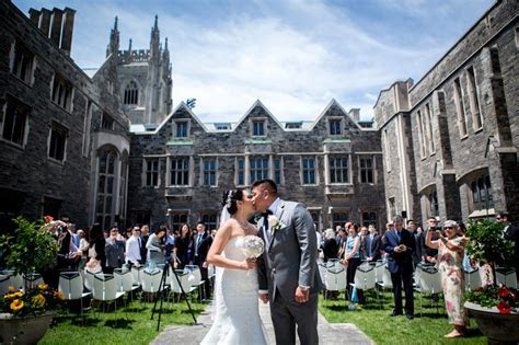 Outdoor wedding ceremony at Hart House