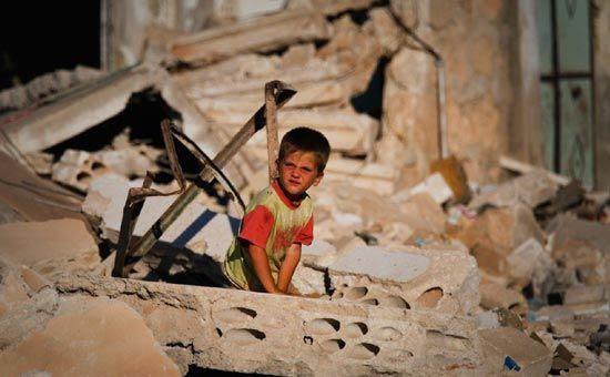 Ogni giorno, per 5 anni, 3 mila bambini siriani sono diventati profughi. Chi è responsabile?