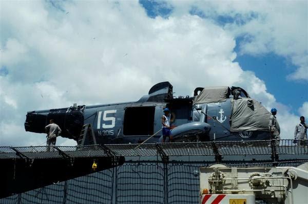 A aeronave SH-3 da Marinha do Brasil, que fez pouso de emergência na base naval da Marinha, foi embarcado hoje no navio da Marinha com destino ao Rio de Janeiro, onde vai ser consertado.