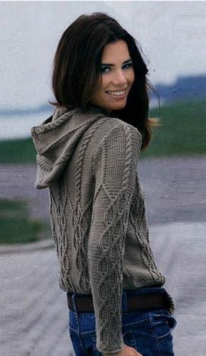 Вязание для женщин.  Вязаный женский пуловер с капюшоном. Модель 145
