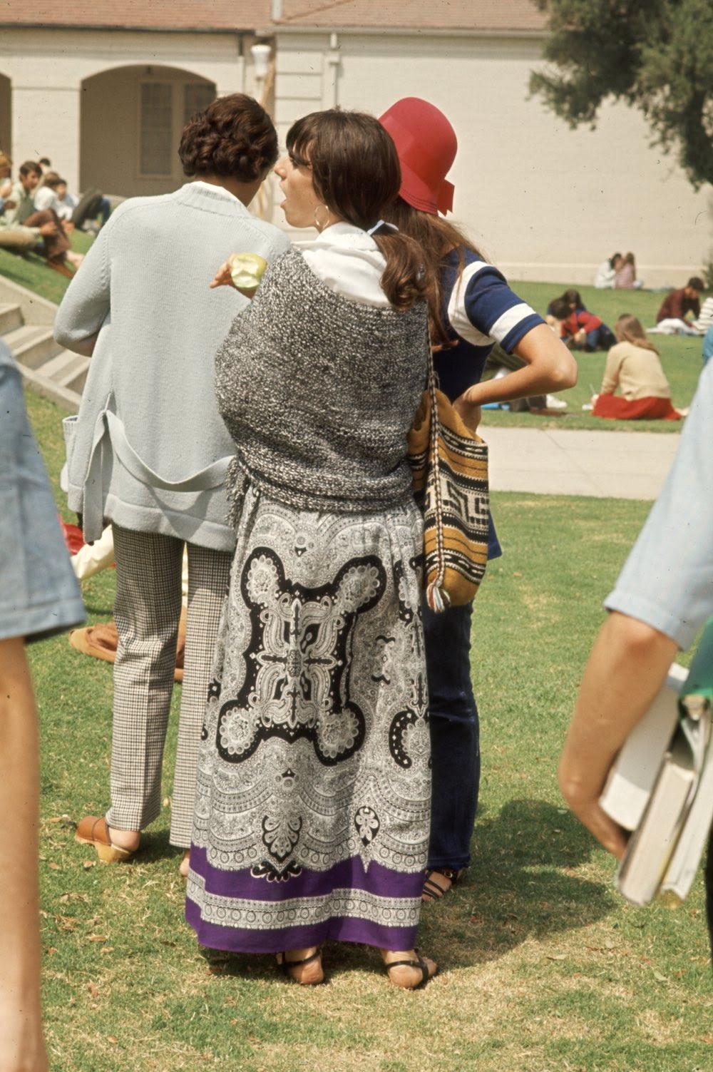 Estas colegiais dos anos 60 se vestiam bem, inclusive para hoje em dia 14