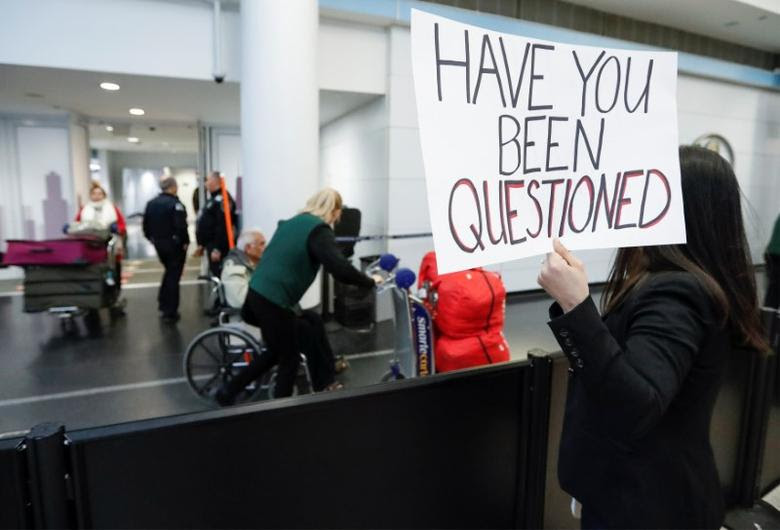 Chicago area immigration attorney Diana Mendoza Pacheco offers her assistance to arriving passengers at O'Hare airport in Chicago.  REUTERS/Kamil Krzaczynski