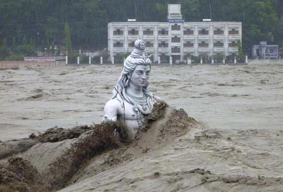 A submerged statue of the Hindu Lord Shiva stands amid the flooded waters of river Ganges at Rishikesh in the Himalayan state of Uttarakhand, India, June 17, 2013. REUTERS-Stringer