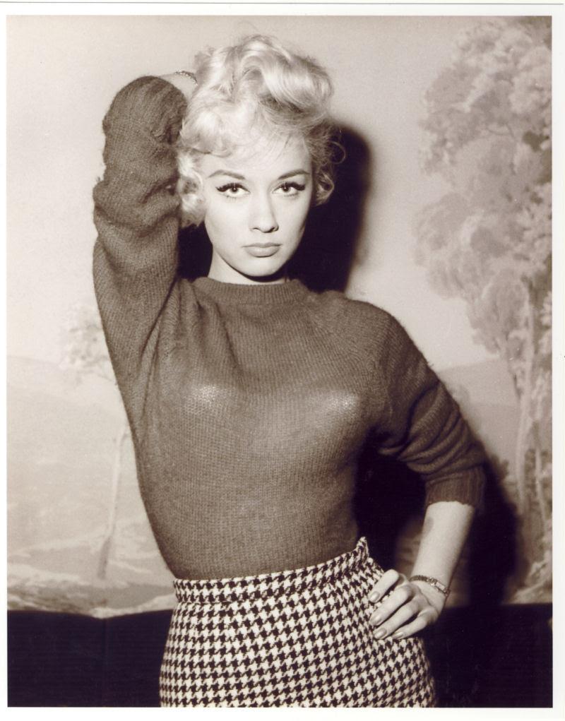 A história das Sweater Girls e os sutiãs-torpedo 49