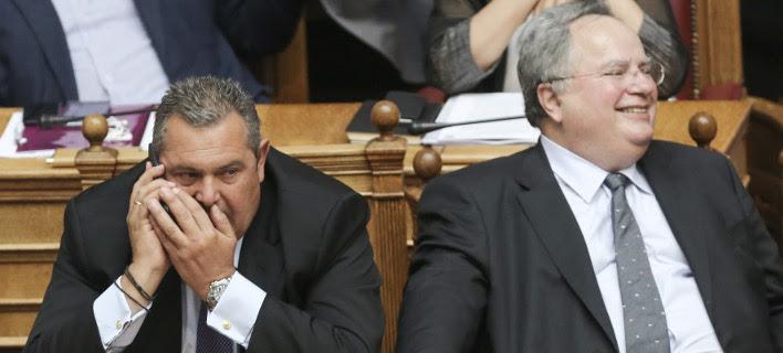 Ο Πάνος Καμμένος (αριστερά) και ο Νίκος Κοτζιάς (δεξιά) στα υπουργικά έδρανα -Φωτογραφία αρχείου: Intimenews/ΛΙΑΚΟΣ ΓΙΑΝΝΗΣ