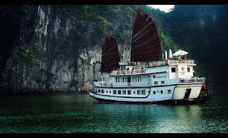 Blogger The boat crosses the most beautiful scenery of Vietnam