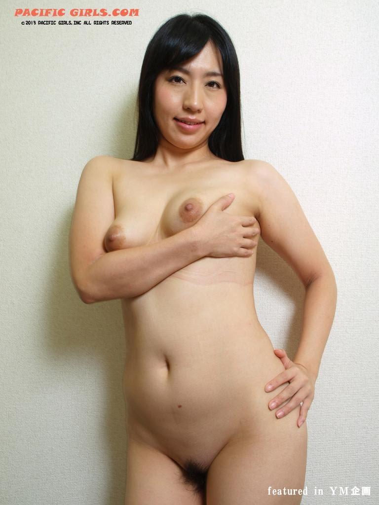 Japanese woman show vagina