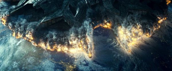An alien mothership enters Earth's atmosphere in INDEPENDENCE DAY: RESURGENCE.