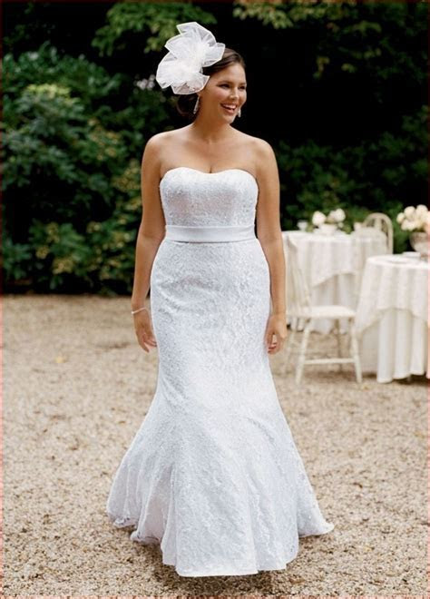 Wedding Dress Styles For Short Curvy Brides   Wedding