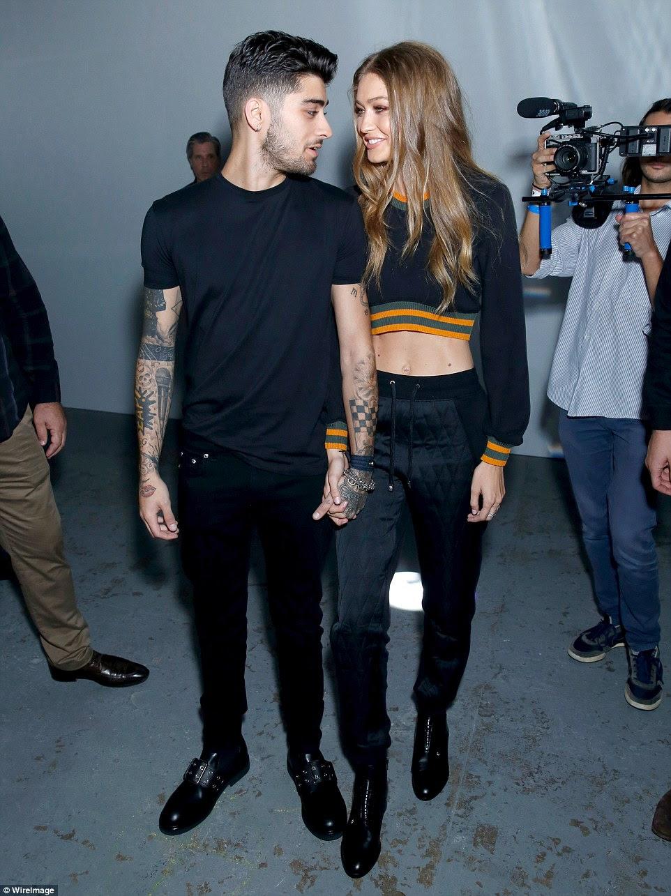 A aparência do amor!  Zayn e Gigi só tinha olhos para o outro como eles elegantemente chegou no evento passarela Versace na London Fashion Week no sábado mão-na-mão