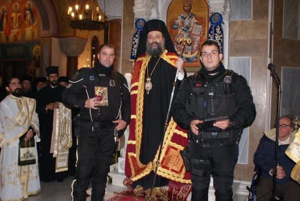Μητροπολίτης Πατρών τίμησε δύο αστυνομικούς