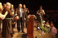 Jorge Mario Bergoglio recebe oração de evangelicos