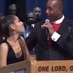 Pastor é acusado de apalpar Ariana Grande no funeral de Aretha Franklin e399d6696d5