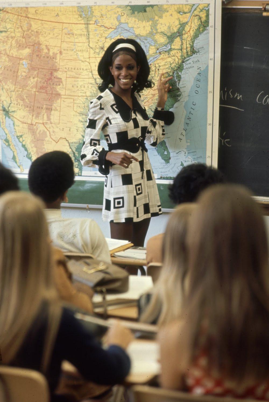 Estas colegiais dos anos 60 se vestiam bem, inclusive para hoje em dia 15
