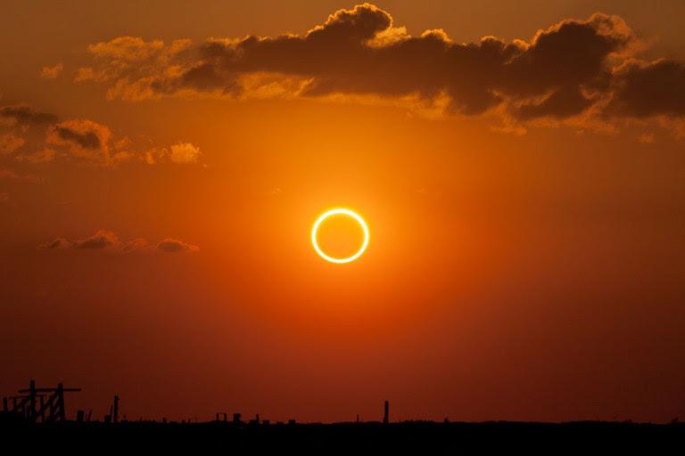 http://dailygeekshow.com/wp-content/uploads/2017/01/annular-solar-eclipse-768x512.jpg