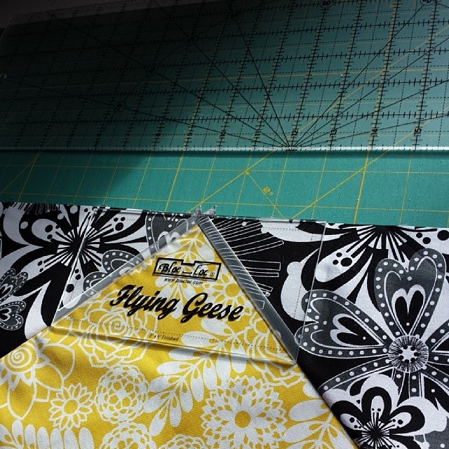#bloc_loc work for the points and just extend them with a ruler ♡ perfect flying geese every time.  @blossomheartquilts patterns rock.