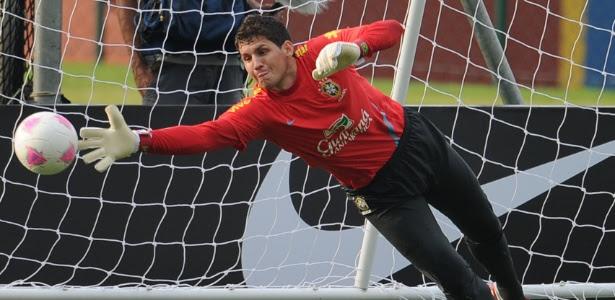 Rafael machuca cotovelo em treino, passa por exames e vira dúvida para Jogos de Londres