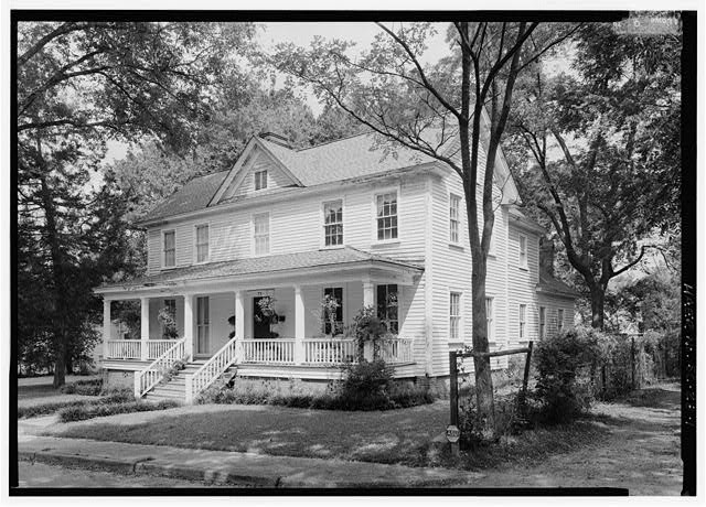 1.  VIEW LOOKING NORTH AT 77 TAYLOR ST., A TWO-AND-A-HALF STORY, CENTRAL HALL, SIDE GABLE STRUCTURE. THIS DWELLING WAS BUILT C. 1848 AS BOARDING HOUSE FOR UNMARRIED MILL WORKERS. - 77 Taylor Street (House), Graniteville, Aiken County, SC