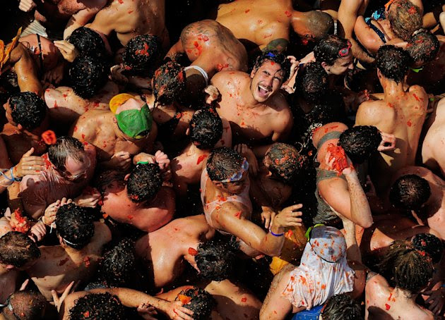 The World's Biggest Tomato Fight At Tomatina Festival 2011