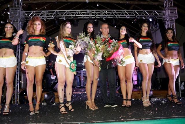 Presidente Sergio Frota entre as musas da noite