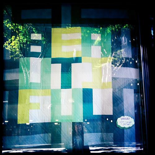 B E A U T I F U L window display quilt