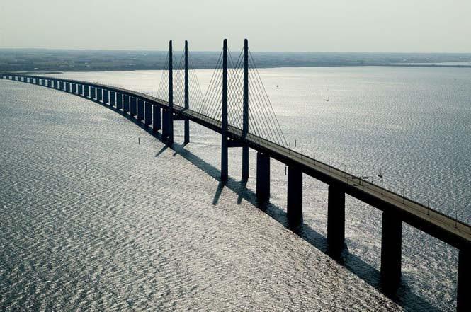 Αυτή η καταπληκτική γέφυρα μετατρέπεται σε τούνελ και συνδέει την Δανία με την Σουηδία (4)